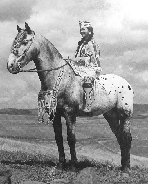 toby II e Patti Murphy vestita da indiana dei Nasi forati